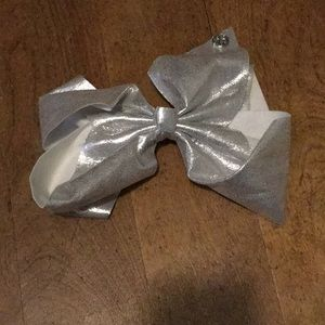 Other - Silver sparkly jojo bow !